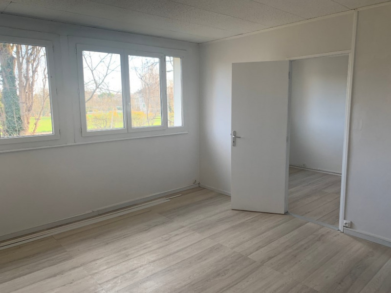 Rental apartment Carrieres sous poissy 831€ CC - Picture 2