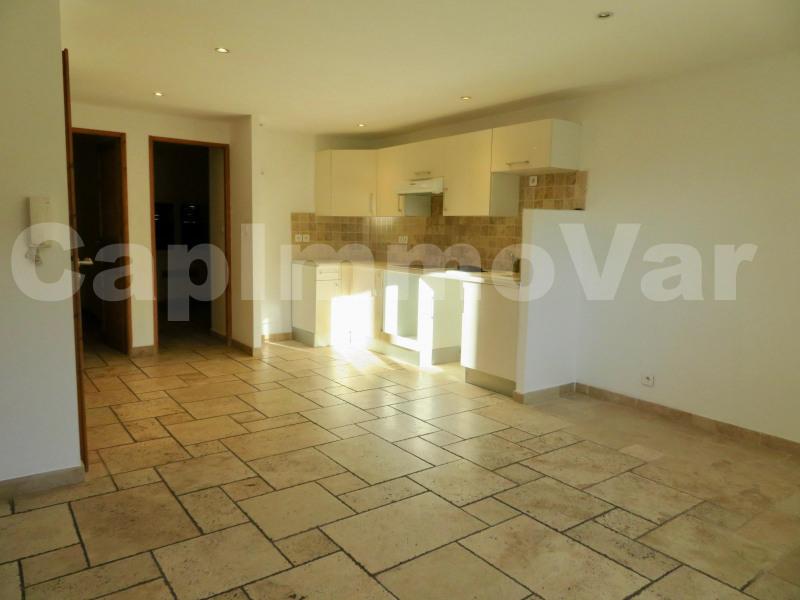 Rental apartment Le beausset 690€ CC - Picture 1