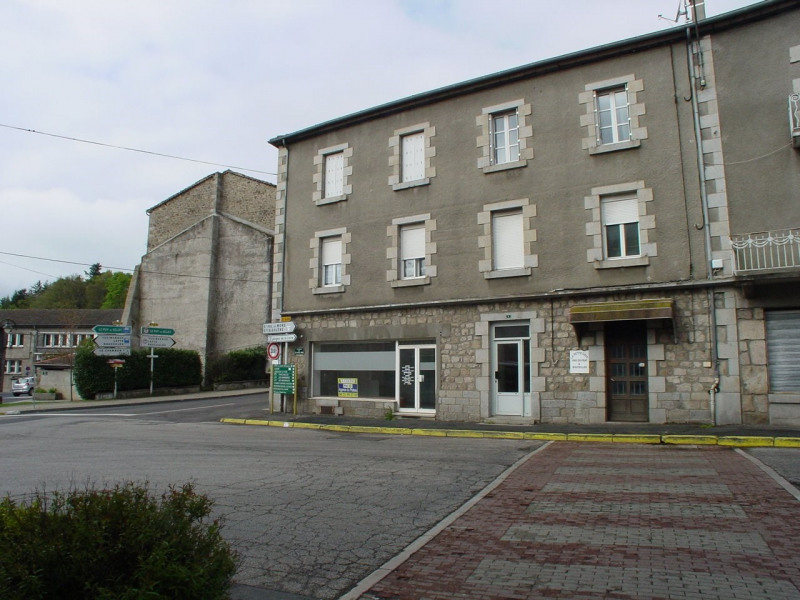 Location local commercial Montfaucon en velay 350€ CC - Photo 1