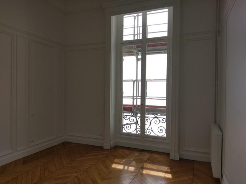 Location appartement Paris 7ème 11100€ CC - Photo 5