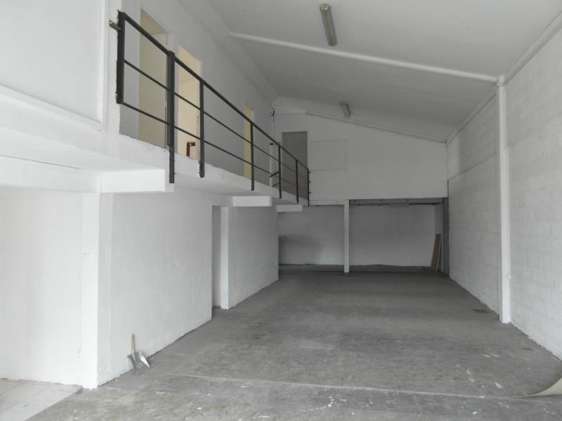 Location local commercial Ste clotilde 3 750€ HT/HC - Photo 2