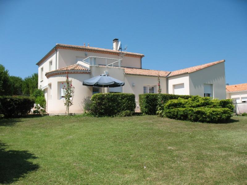 Sale house / villa Chaillevette 493500€ - Picture 2