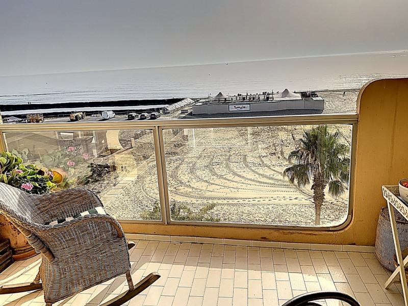 Appartement avec deux chambres en front de mer avec terrasse