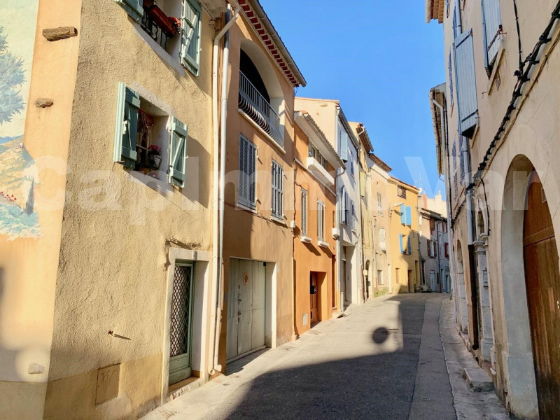 Rental apartment Le beausset 770€ CC - Picture 1