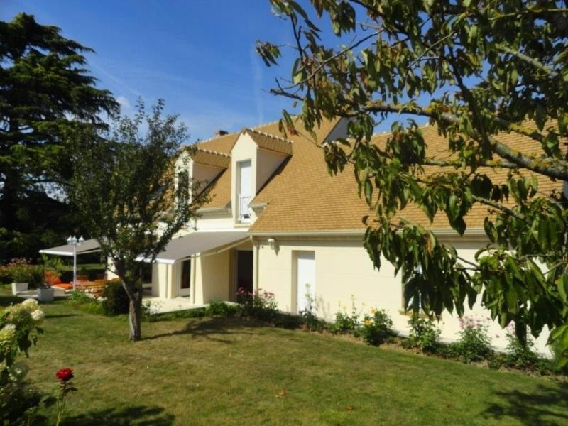 Sale house / villa Feucherolles 845 000€ - Picture 1
