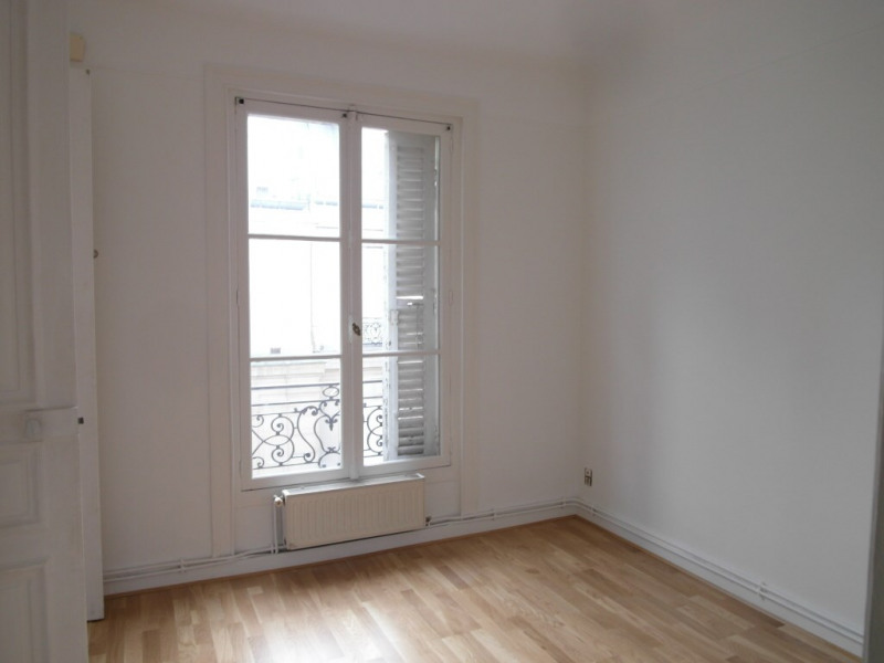 Rental apartment Paris 10ème 1950€ CC - Picture 2