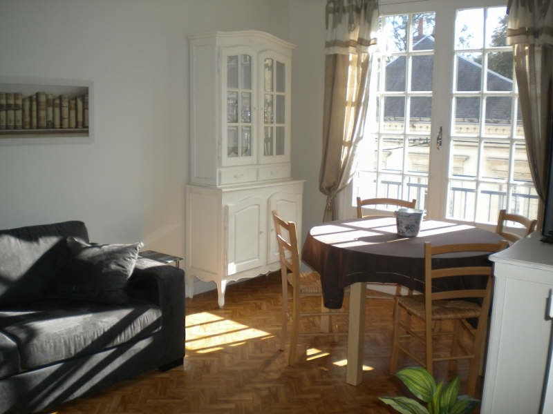 Location appartement Vendome 394€ CC - Photo 1