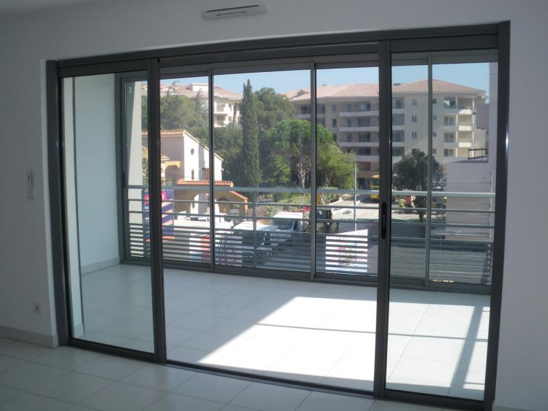 Rental apartment Saint-raphaël 1040€ CC - Picture 2