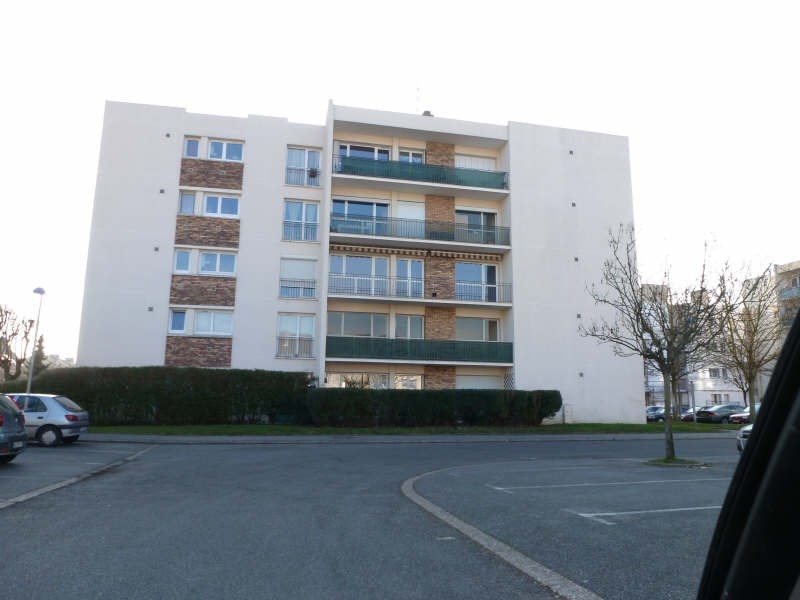 Location appartement Maurepas 781€ CC - Photo 1