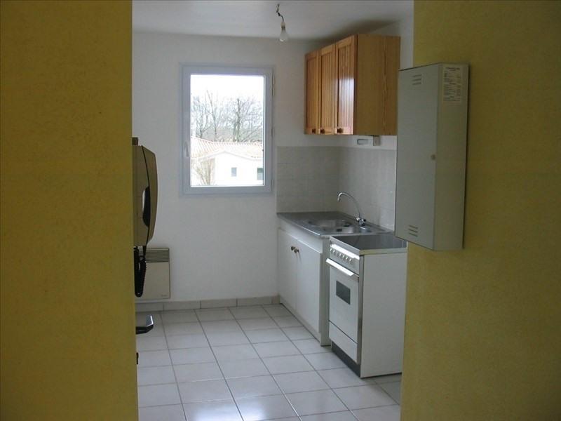 Sale apartment La roche sur yon 108000€ - Picture 2