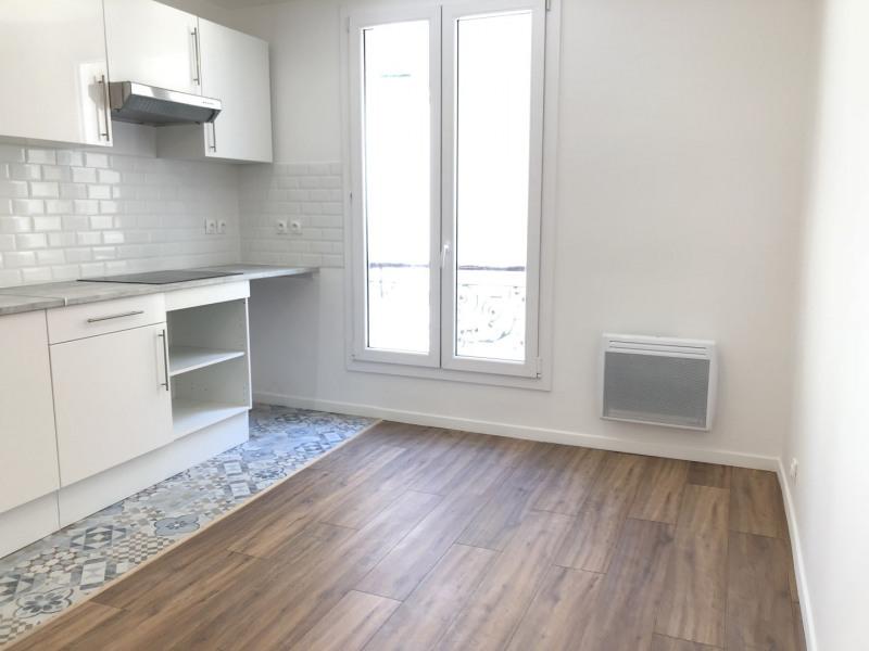 Rental apartment Paris 11ème 950€ CC - Picture 1