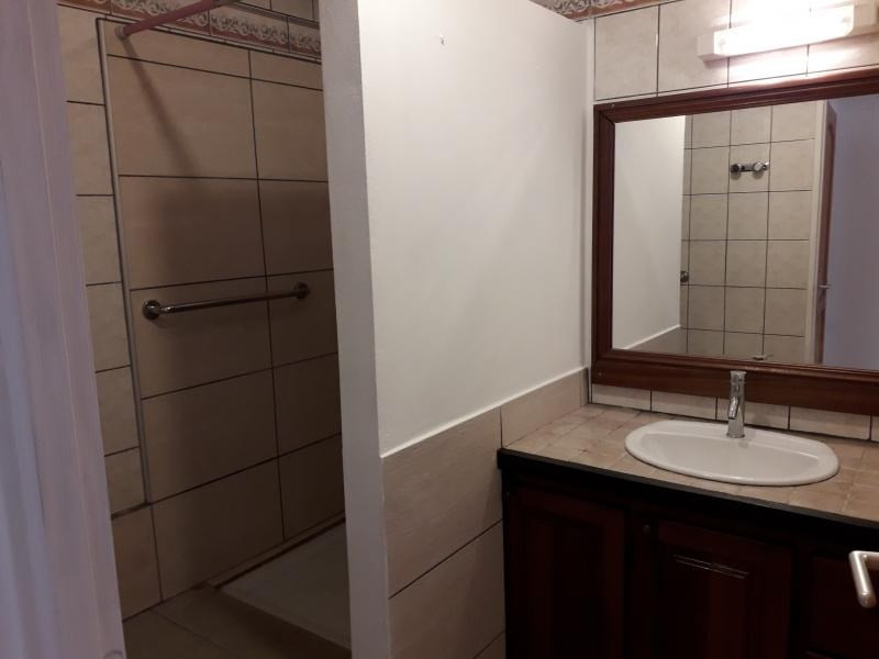 Rental apartment St pierre 750€ CC - Picture 3