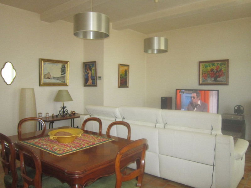 Rental apartment Lambesc 850€ CC - Picture 7