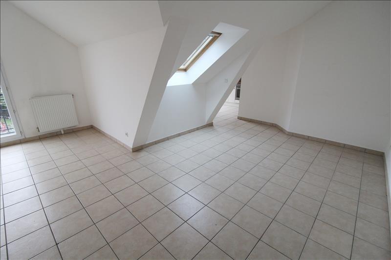 Rental apartment Maurepas 858€ CC - Picture 2
