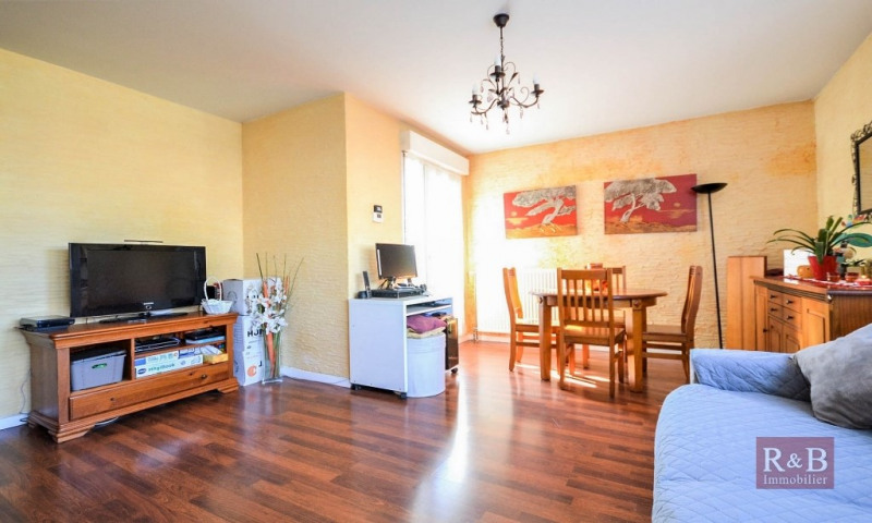 Sale apartment Plaisir 180000€ - Picture 3