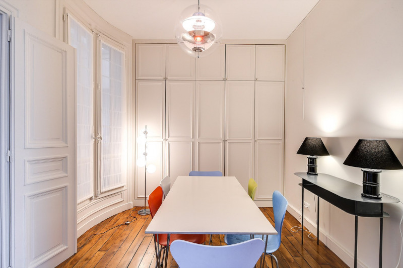 Rental apartment Paris 8ème 2450€ CC - Picture 2