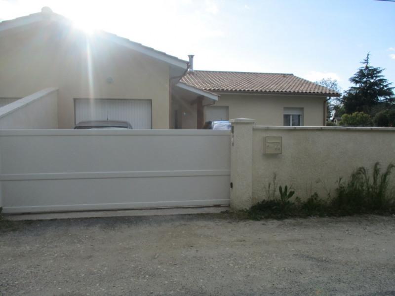 Location maison / villa Espiet 814€ CC - Photo 9