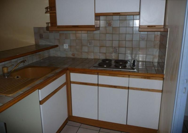 Rental apartment Lambesc 690€ CC - Picture 3