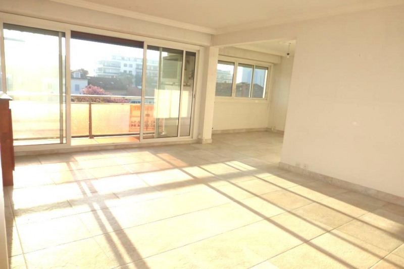 Vente appartement Hyeres 210 000€ - Photo 2