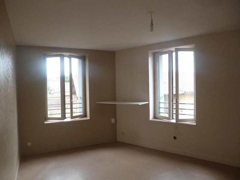 Location appartement Amplepuis 360€ CC - Photo 1