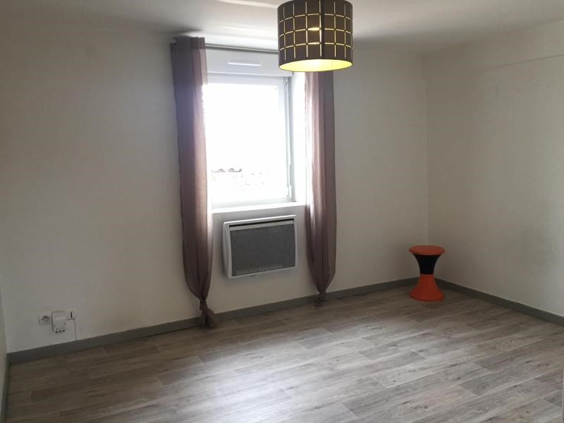 Location appartement Villefranche sur saone 299,50€ CC - Photo 1