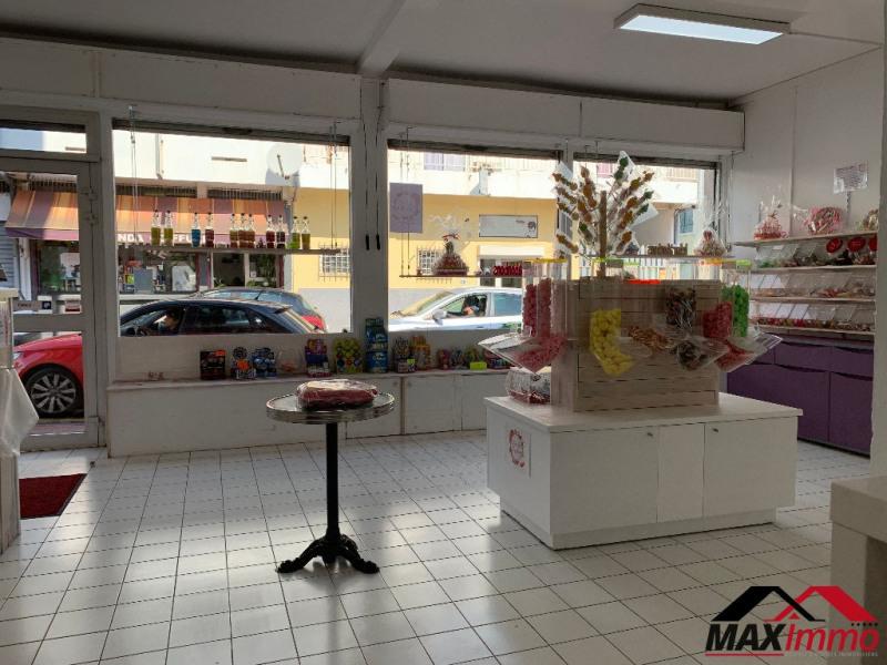 Location local commercial Saint pierre 1476€ HC - Photo 5