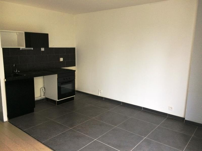 Rental apartment Maurepas 608€ CC - Picture 2