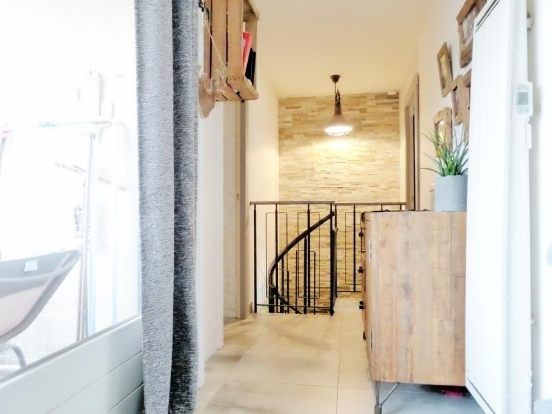 Sale apartment Cluses 150000€ - Picture 3