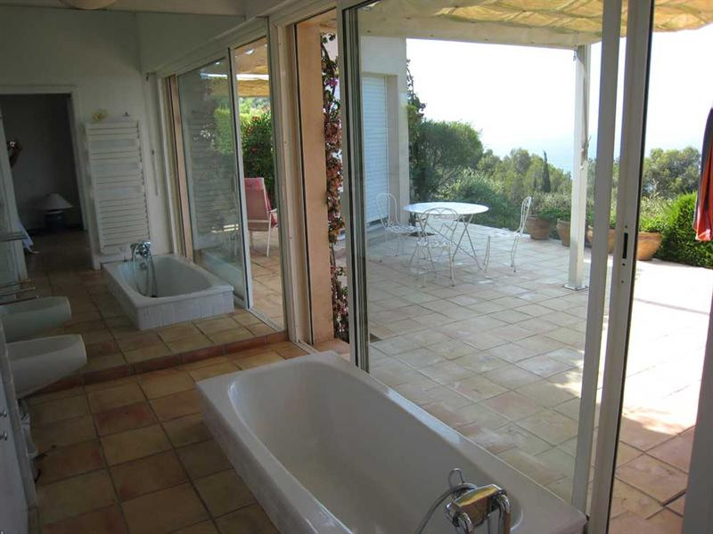 Vacation rental house / villa Cavalaire sur mer 2 800€ - Picture 16