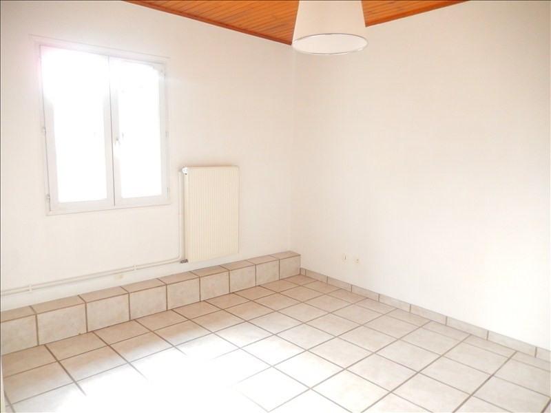 Location appartement Coubon 311,79€ CC - Photo 2