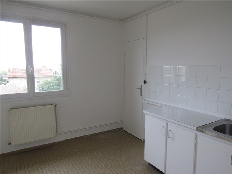 Location appartement Le mesnil le roi 785€ CC - Photo 5