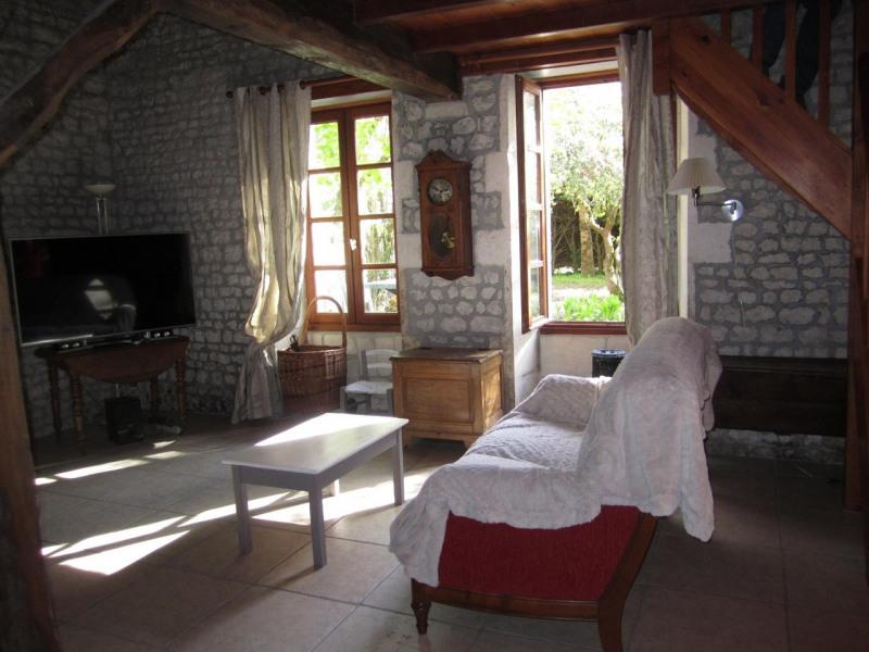 Sale house / villa Criteuil-la-magdeleine 254000€ - Picture 8