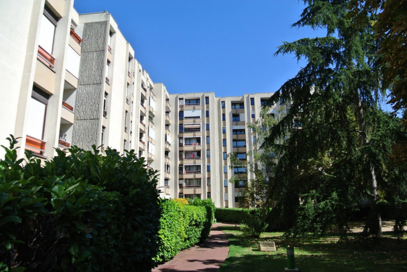 Sale apartment Le raincy 247 000€ - Picture 1