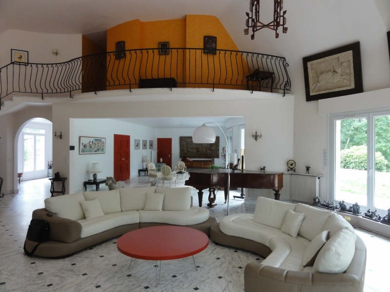 Deluxe sale house / villa Montfort l amaury 997500€ - Picture 4