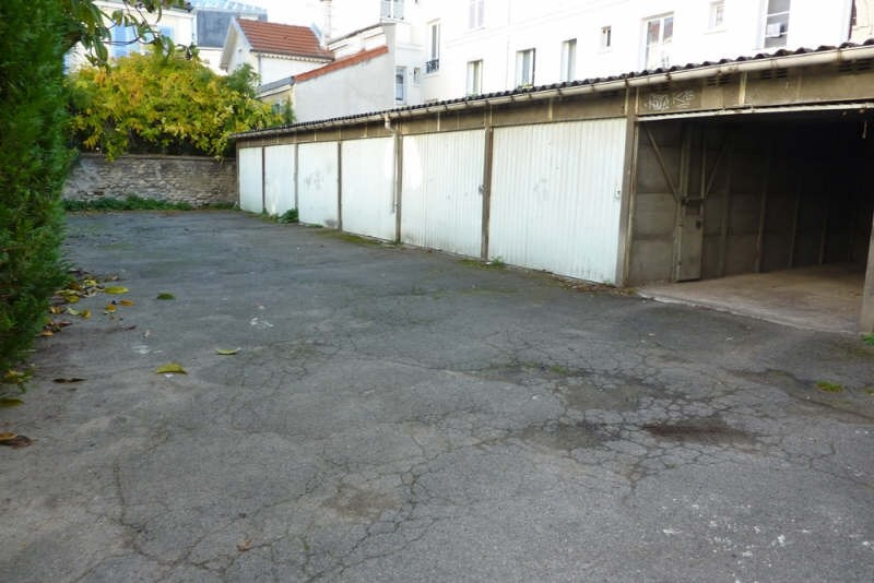 Rental parking spaces Charenton le pont 100€ CC - Picture 1