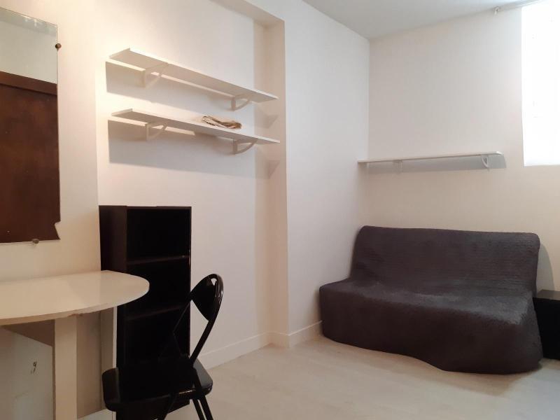 Location appartement Paris 10ème 706€ CC - Photo 1