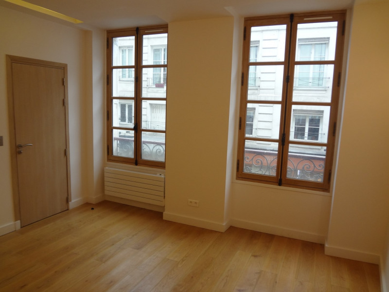 Sale apartment Paris 7ème 520 000€ - Picture 1