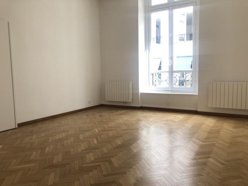 Location appartement Paris 7ème 2079€ CC - Photo 2