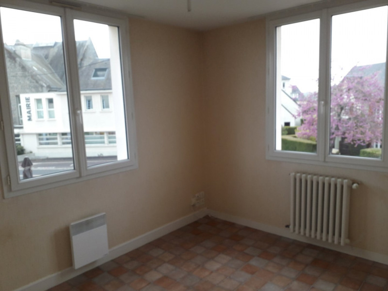 Location appartement Conde sur vire 345€ CC - Photo 3