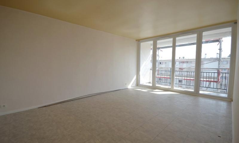 Rental apartment Les clayes sous bois 800€ CC - Picture 2