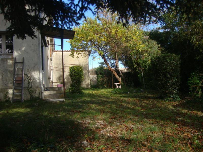 Sale house / villa Saint-jean-d'angély 64500€ - Picture 2