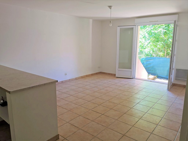 Location appartement Calas 840€ CC - Photo 2