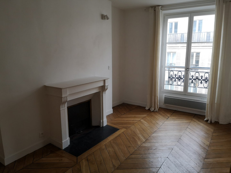 Location appartement Paris 4ème 1 900€ CC - Photo 4
