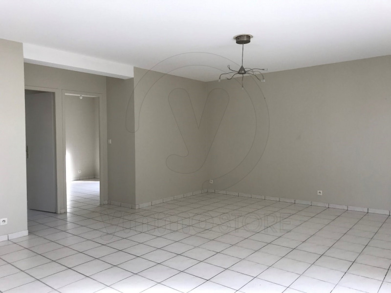 Rental apartment Saint andre de cubzac 701€ CC - Picture 1