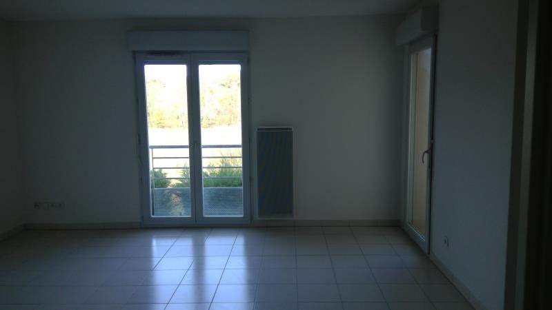 Rental apartment St lys 425€ CC - Picture 2