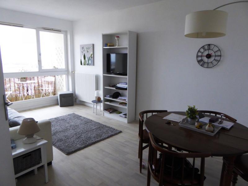Location appartement Maurepas 877€ CC - Photo 1