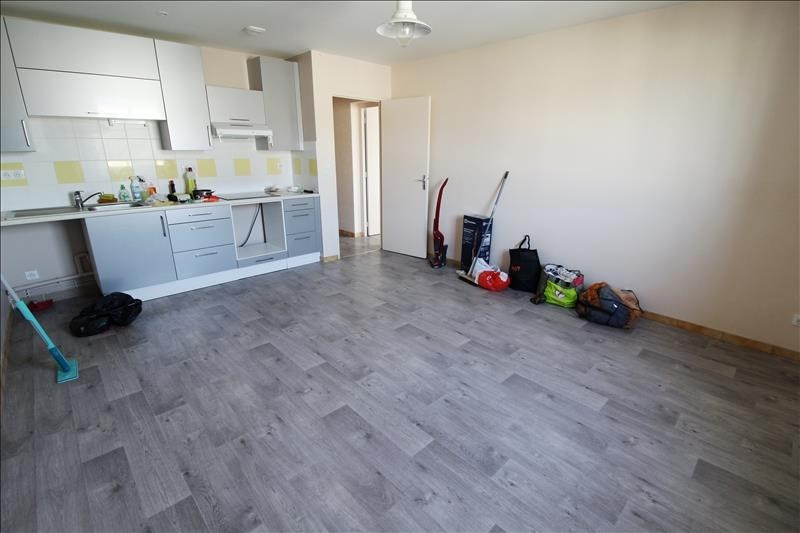 Location appartement Maurepas 770€ CC - Photo 1