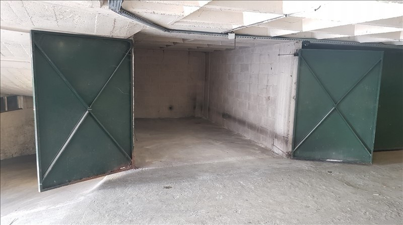 Location parking Paris 18ème 180€ CC - Photo 1