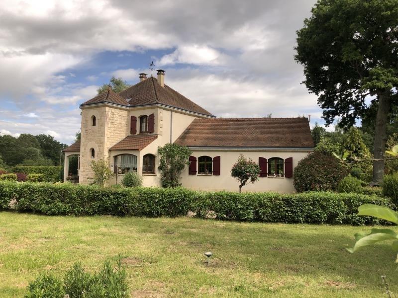Sale house / villa Toucy 370000€ - Picture 1