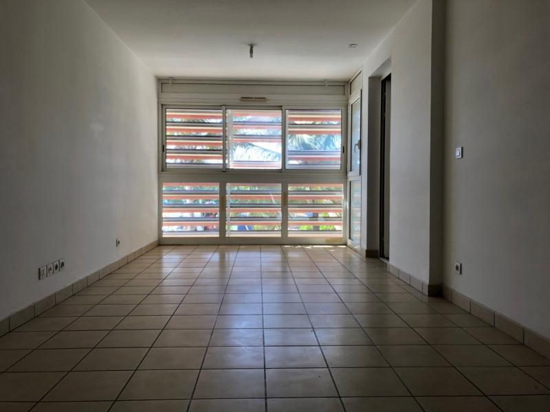 Verhuren  appartement St denis 545€ CC - Foto 4